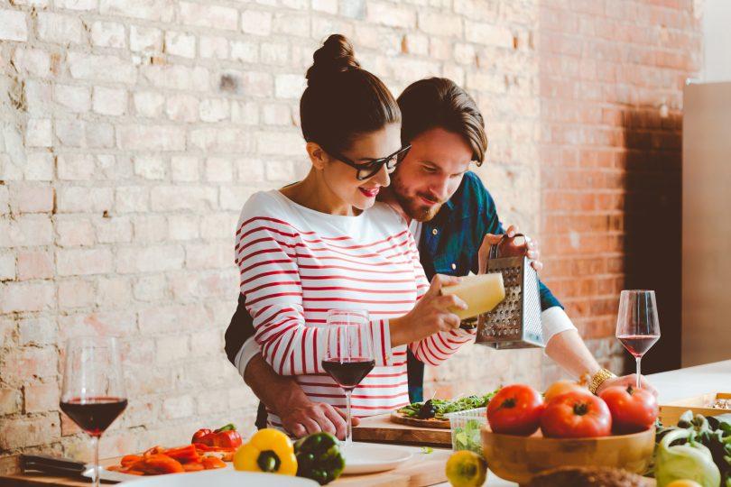 QUOMI - Meal kit a domicilio, ogni settimana 6 nuove ricette sul sito. Ordini e ricevi gli ingredienti dosati per preparare le ricette senza sprechi di tempo.